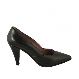 Woman's pointy pump in black leather heel 8 - Available sizes:  32, 33, 34, 42, 43, 44, 45