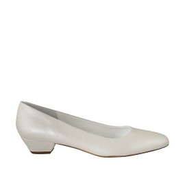 Woman's pump in pearled ivory leather heel 3