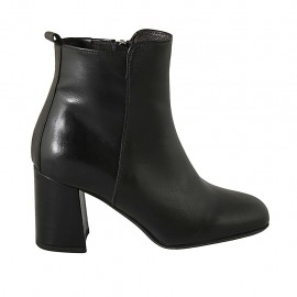 Woman's ankle boot with zipper in black leather heel 7 - Available sizes:  32, 33, 34, 42, 43, 44, 45