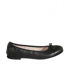Woman's ballerina shoe in black leather with bow heel 1