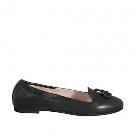Mocasino con elastico y borlas para mujer en piel color negro tacon 1 - Tallas disponibles:  42, 43, 44, 45, 46, 47