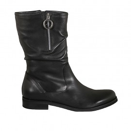 Woman's calf-high boot with half zippers in black leather heel 2