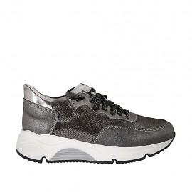 Zapato deportivo con cordones y plantilla extraible en piel y gamuza imprimida gris y plateada brillante cuña 4 - Tallas disponibles:  33, 42, 43, 44, 45