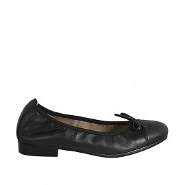 Woman's ballerina shoe with bow and captoe in black leather heel 2
