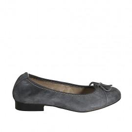 Woman's ballerina shoe with bow and captoe in grey suede heel 2