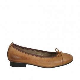 Woman's ballerina shoe with bow and captoe in tan brown leather heel 2