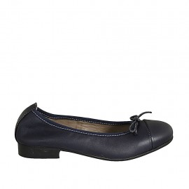 Woman's ballerina shoe with bow and captoe in blue leather heel 2