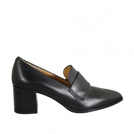 Woman's pointy loafer in black leather heel 5