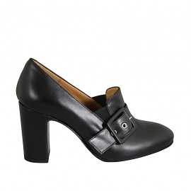 Woman's mocassin with elastics and buckle in black leather heel 8