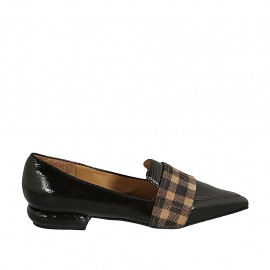 Woman's pointy loafer in brown patent leather and plaid brown and beige suede heel 2