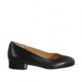 Woman's pump in black leather heel 3