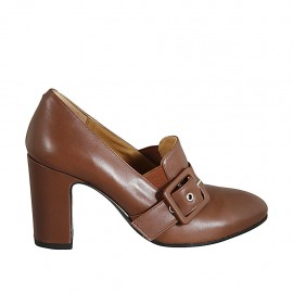 Woman's mocassin with elastics and buckle in tan brown leather heel 8