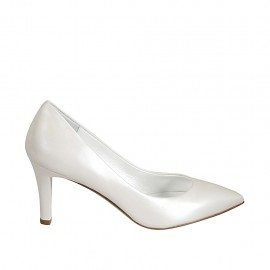 Woman's pump in ivory pearled leather heel 7