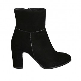 Woman's ankle boot with zipper in black suede block heel 8