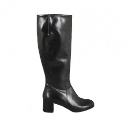 Woman's boot with zipper in black leather heel 5
