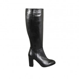 Woman's boot in black leather with zipper heel 8