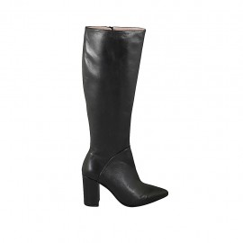 Woman's pointy boot with zipper in black leather heel 8