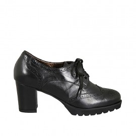 Woman's derby laced shoe in black leather with Brogue wingtip heel 6