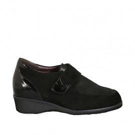 Woman's shoe with velcro strap and removable insole in black leather and patent leather wedge heel 3