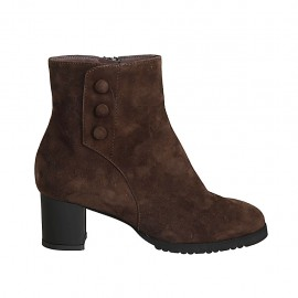 Woman's ankle boot with zipper, removable insole and buttons in brown suede heel 5