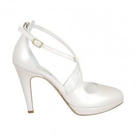 Woman's open shoe in pearled ivory leather with strap, platform and heel 10