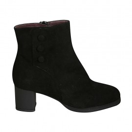 Woman's ankle boot with zipper, removable insole and buttons in black suede heel 5