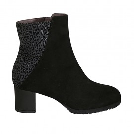 Woman's ankle boot with zipper and removable insole in black suede and grey spotted printed suede heel 5