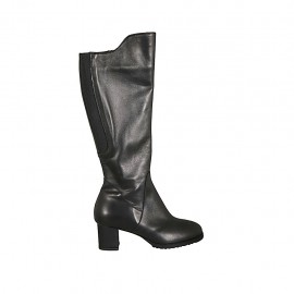 Woman's boot with zipper, elastic band and removable insole in black leather heel 5