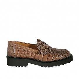 Woman's mocassin in tan brown printed leather heel 3