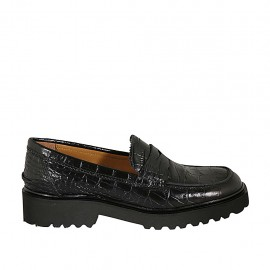 Woman's mocassin in black printed leather heel 3