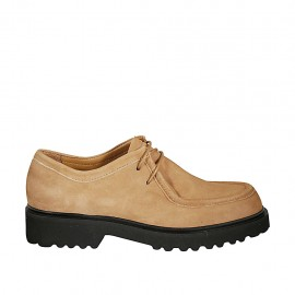 Woman's laced derby shoe in tan-colored suede heel 3