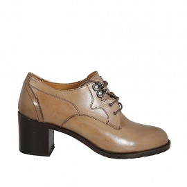 Woman's derby laced shoe in beige leather heel 6