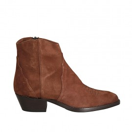 Woman's Texan ankle boot with zipper and embroidered captoe in brown suede heel 4