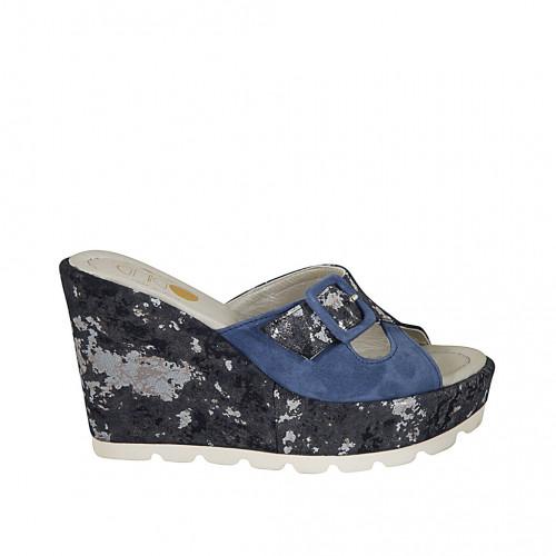 Zapato mule para mujer en gamuza azul aciano y gamuza estampada laminada azul y plateado cuña 10 - Tallas disponibles:  31, 33, 34, 42, 43, 44