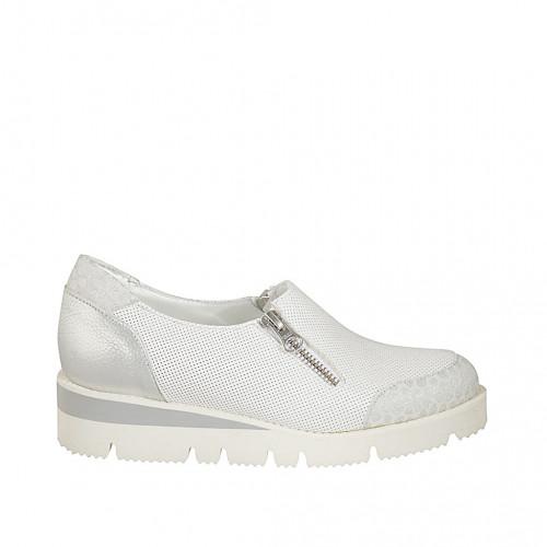 Zapato con cremalleras para mujer en piel perforada blanca, piel y gamuza estampada plateada cuña 3 - Tallas disponibles:  32, 33, 34, 42, 43, 44, 45