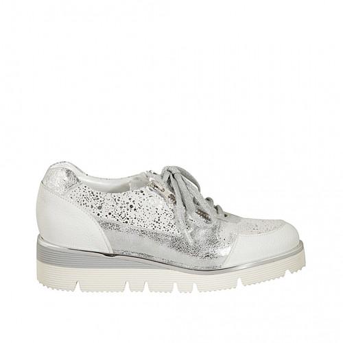 Zapato para mujer con cordones y cremalleras en piel blanca y piel estampada laminada plateada cuña 3 - Tallas disponibles:  33, 34, 42, 43, 44, 45