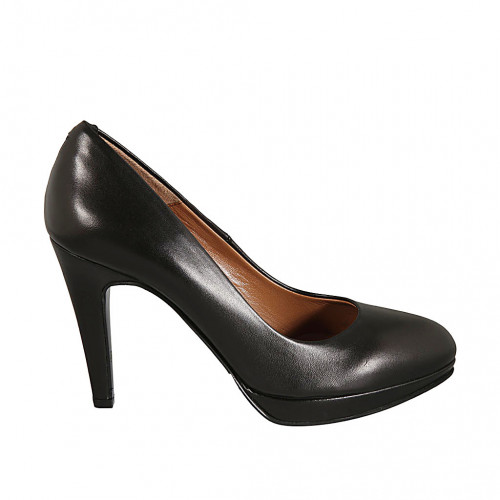Platform pump for woman in black...