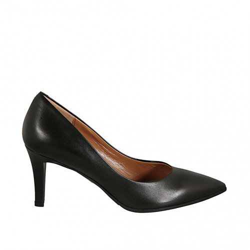 Pointy pump for woman in black...