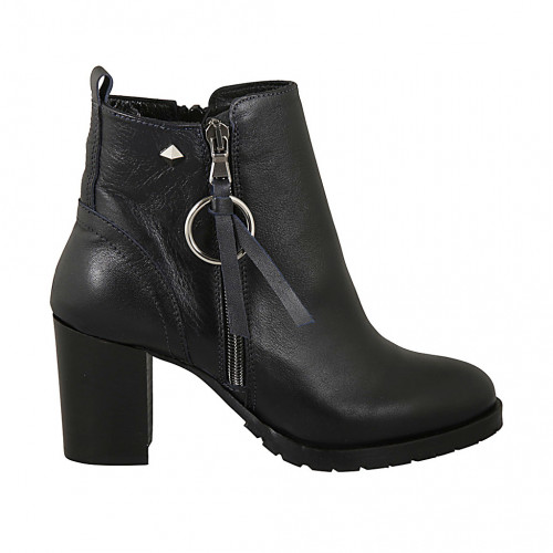 Woman's ankle boot with zippers and...